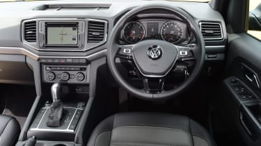 Volkswagen Amarok Dark Label - interior
