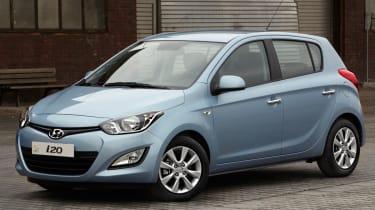 Hyundai i20 Blue front three-quarters