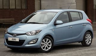 Hyundai i20 Blue front three-quarters