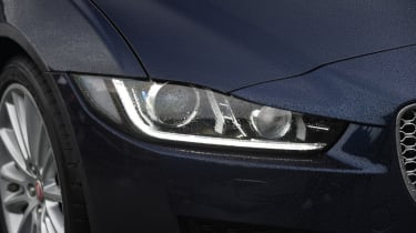 XE vs Gulia vs A4 - XE - headlight