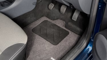 Used Dacia Duster - pedals