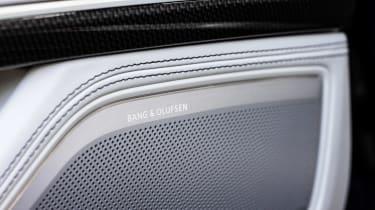 Audi S8 - speaker