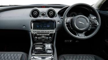Jaguar XJR 575 - dash