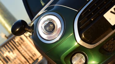 MINI Cooper 5dr headlight