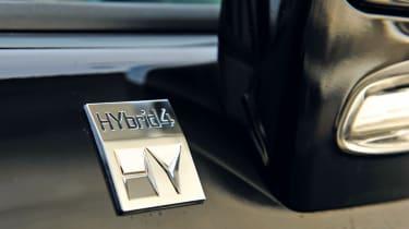 Peugeot 3008 HYbrid4 badge