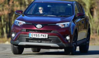 Toyota RAV4 Diesel 2016 - front cornering