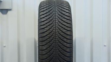 2017/18 winter tyre test - Goodyear Vector 4 Seasons Gen-2
