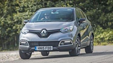 Renault Captur - front cornering