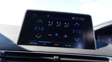 Peugeot 5008 - infotainment screen