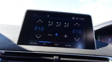 Peugeot 5008 - infotainment screen
