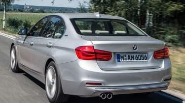 BMW 330e - rear tracking