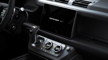 Land Rover Defender V8 Bond Edition - screen