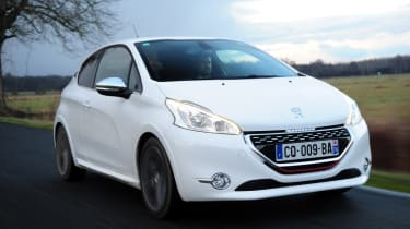 Peugeot 208 GTi front tracking