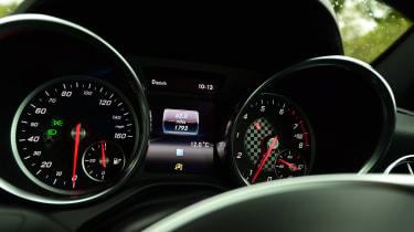 Mercedes SLC 180 - dials