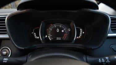 Renault Kadjar TCe 165 - dials