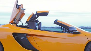 McLaren 12C Spider - roof