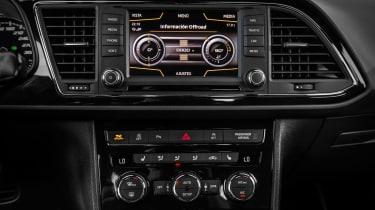 SEAT Leon Cross Sport - centre console