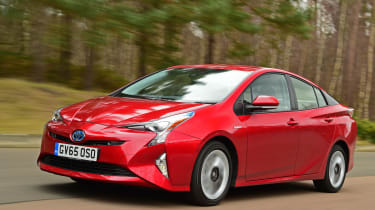 Toyota Prius 2016 UK - front tracking