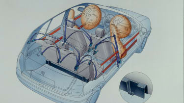 Clio II: First supermini to feature side airbags, ISOFIX