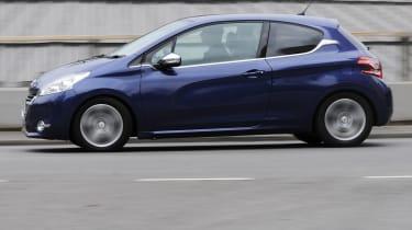 Peugeot 208 profile