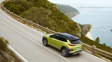 Hyundai Kona - green above tracking