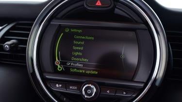 MINI 1499 GT - infotainment