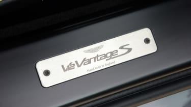 Aston Martin V12 Vantage S - sill badge