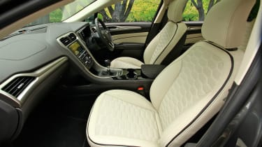 Ford Mondeo Vignale - front seats