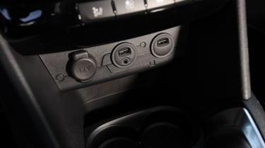 Peugeot 208 1.6 VTi Allure USB connection