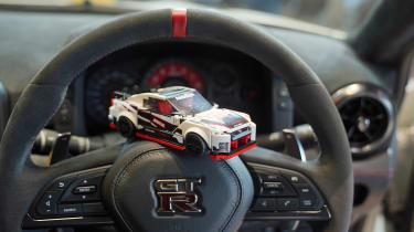 Lego Nissan GT-R NISMO - steering wheel