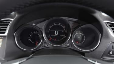 Fiat Tipo vs Skoda Rapid vs Citroen C4 - C4 dials