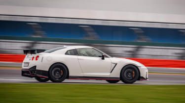 Nissan GT-R NISMO 2017 - side tracking