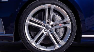 Audi S8 - wheel