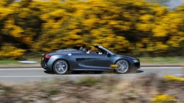 Audi R8 V10 Spyder profile