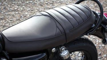 Triumph Bonneville T120 review - leather seat brown