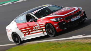 Kia Stinger GT420 - side tracking