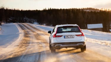 Volvo V90 Cross Country 2017 - rear tracking