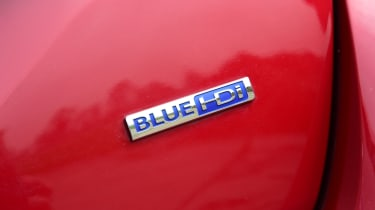 Peugeot 308 SW - BlueHDi badge