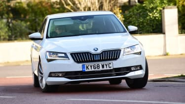 Skoda Superb 1.5 TSI - front cornering