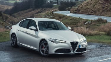 Alfa Romeo Giulia Super petrol 2017 - front quarter