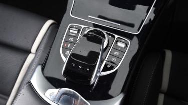 Mercedes-AMG C 63 Cabriolet 2017 - gear select