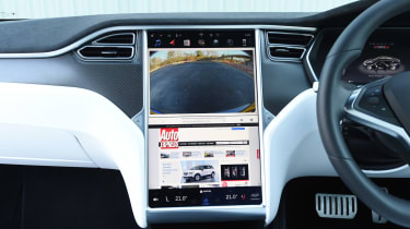 Tesla Model S P100D - reversing camera