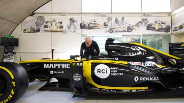 Renault Sport Formula OneT™ side profile