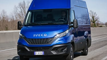 IVECO Daily - front tracking