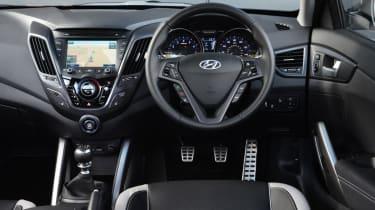 Hyundai Veloster Turbo interior