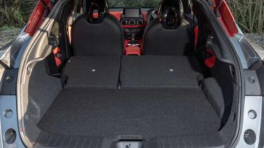 Nissan Juke - boot seats down