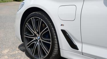 BMW 530e - side detail