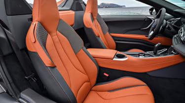 BMW i8 Roadster - seats