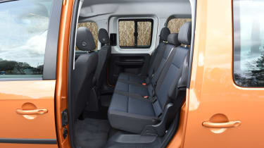 Volkswagen Caddy Maxi Life TSI 2016 - rear seats