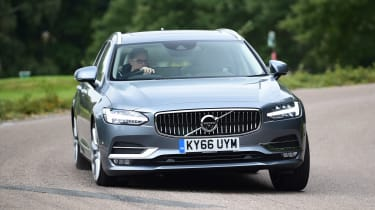 Volvo V90 - front action